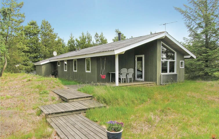 Holiday cottage with 4 bedrooms on 90 m² in Løkken
