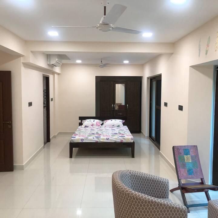 Luxury Master Bedroom near Hospitals/ Music fest