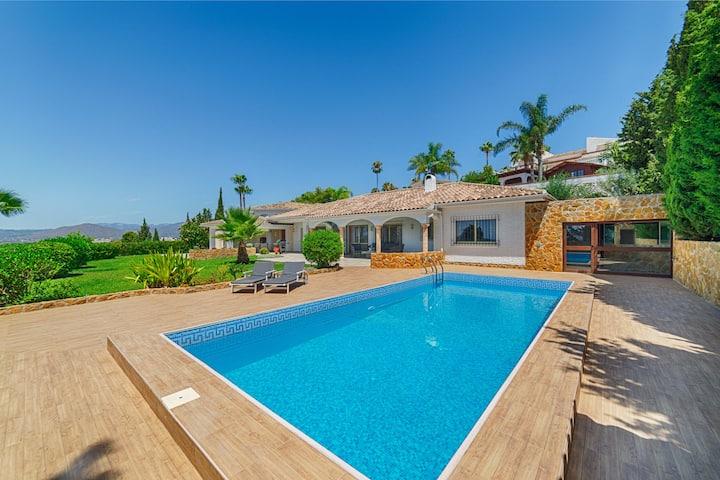 Luxurious Villa with wonderful views!