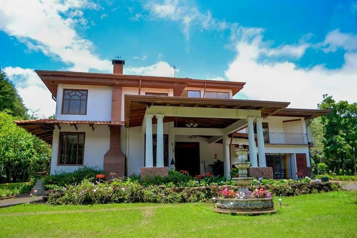 Descubra Heredia en una lujosa casa - San Isidro - Casa