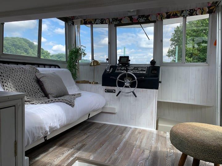 Oolikhanna  Houseboat on the Allegheny