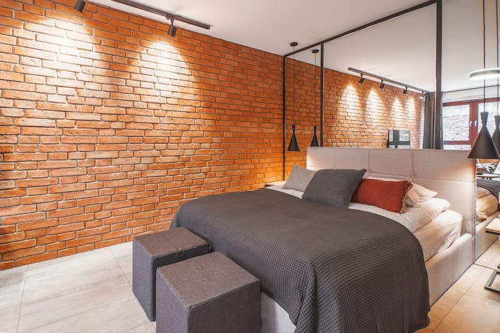 CITYSTAY: Stylish apt. swim pool, saunas, jacuzzi