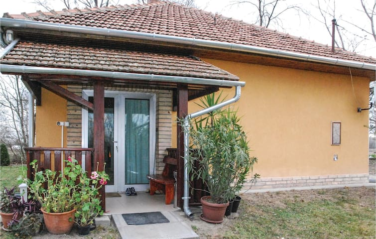 Holiday cottage with 2 bedrooms on 80 m² in Opusztaszer