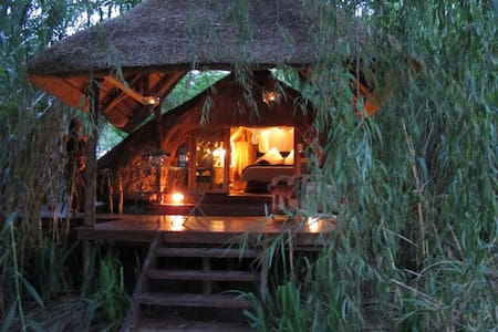 Willow Tree Hideaway - Lanseria - Chalé