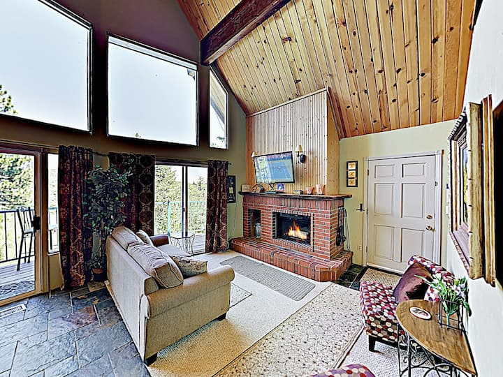 Cozy Home w/Game Room, Forest-View Deck– Near Lake