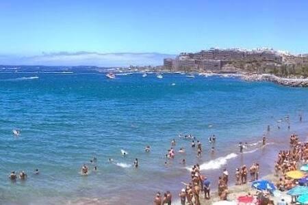 Rett på stranden i Patalavaca ! - Lägenhet