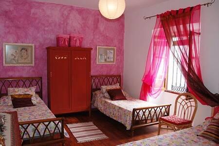 Habitación Burdeos. La Villa del Pozo 2