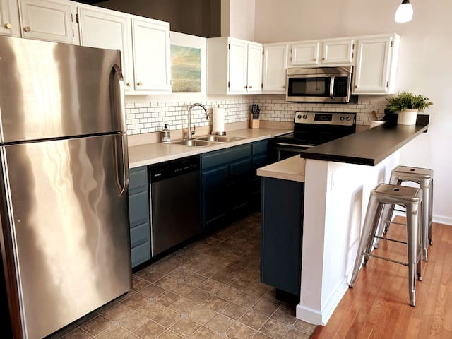 Full kitchen to whip up any meal you need to!