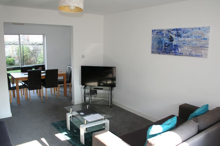 Dalkeith Five Bedroom House