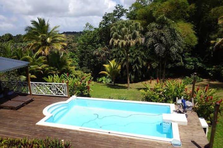 Bungalow avec piscine