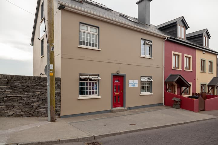 Dingle Town Centre, on quiet street, with seaviews