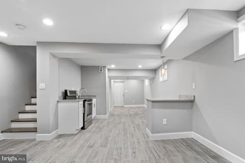 New Renovated English Basement Apartment