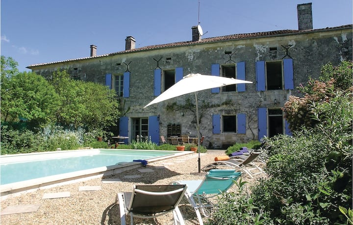 Awesome home in Lacaud with WiFi, Outdoor swimming pool and 4 Bedrooms