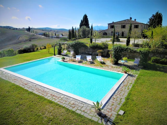 villa in the heart of Tuscany, stunning views!
