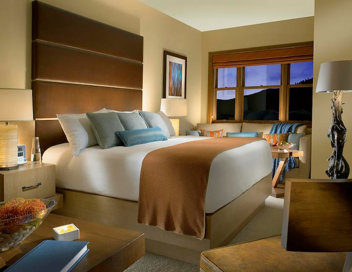 Luxurious Lodge Room | Slopeside Access + Romantic Getaway