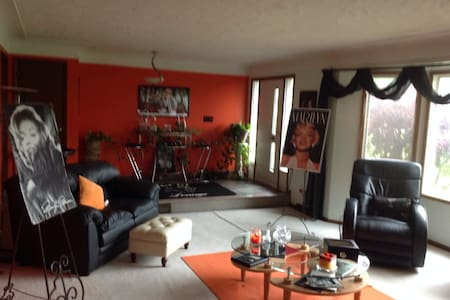Beautiful spacious 3 bedroom home .. Great Town!!! - Medina - Dom