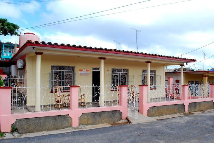 Villa Irure 2 (Private room+Terrace+Wifi free)