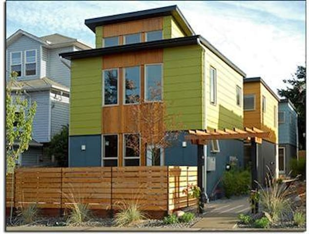 Contemporary Green-Built Cottage, Great Location!