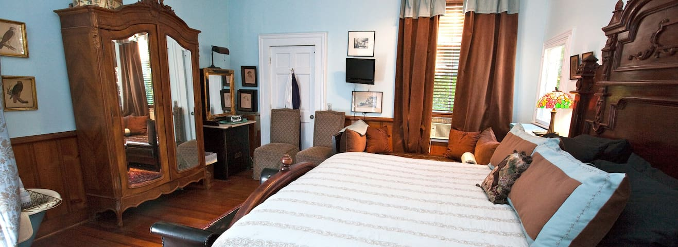 Inn on Poplar Hill Library Room - Orange - Bed & Breakfast