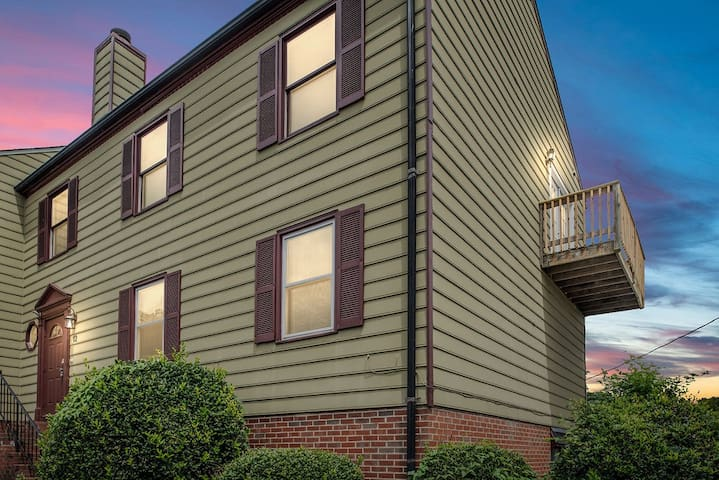 Downtown Fredericksburg , Two Bedroom Condo