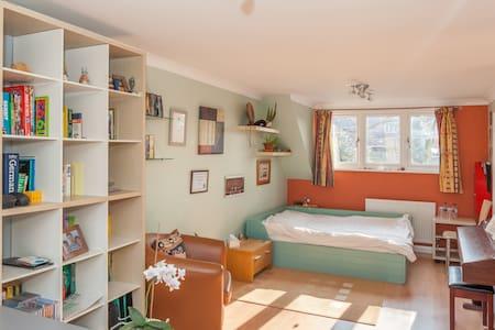 Comfortable bedroom with double bed - Bed & Breakfast