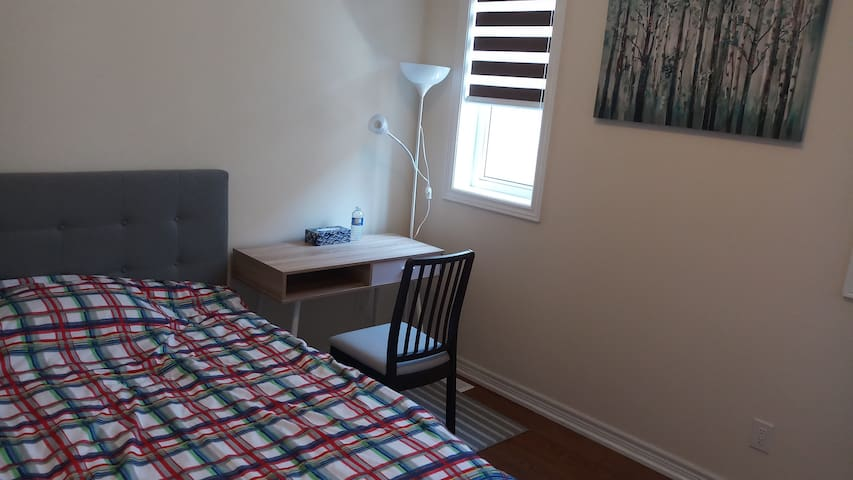 Cozy Private Room in Markham with Double Bed