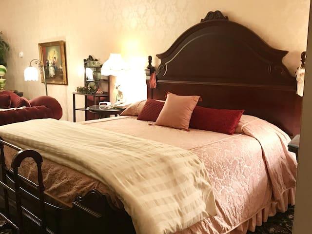 Barnside Victorian Luxury Suite 204