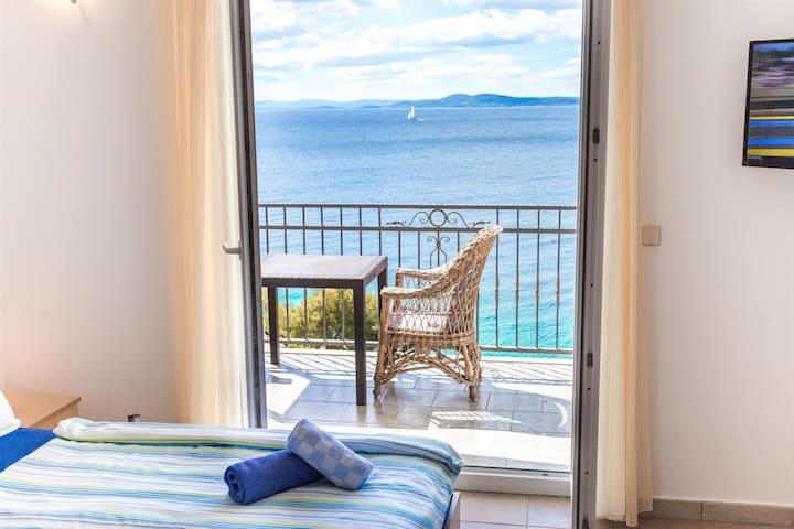 Studio Apartment, seaside in Okrug Gornji (Ciovo), Balcony