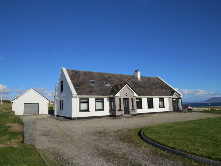 Stunning 5 bed house with panoramic sea views