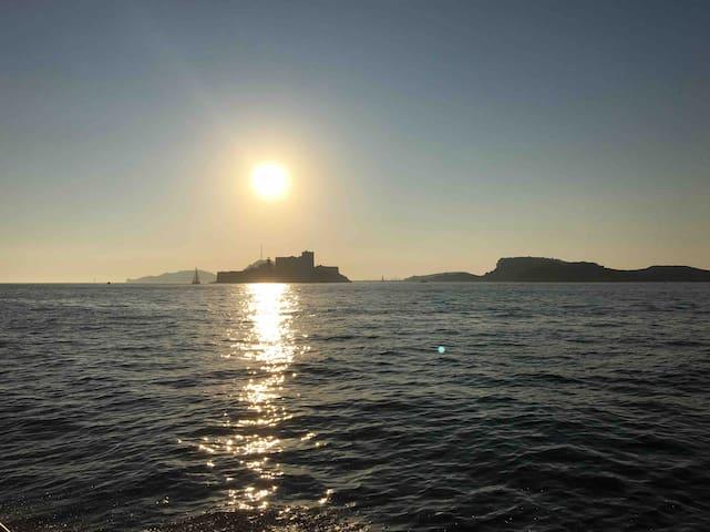 Coucher du soleil château If