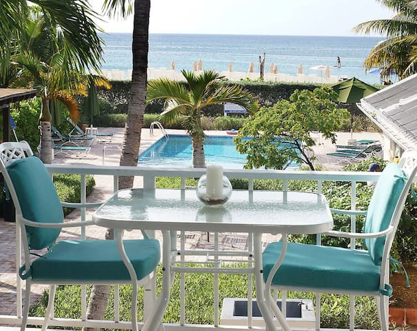 Seven Mile Beach overlooking beach - George Town - Apartment