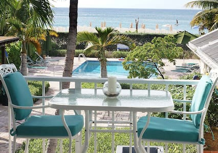 Seven Mile Beach overlooking beach - George Town - Apartmen