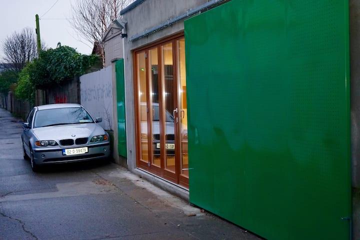 Own Door, independent unit, Modern & Clean