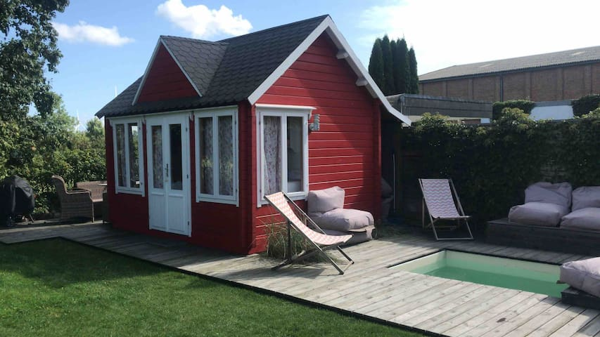 Reethuus mit Sommergartenhaus und Minipool