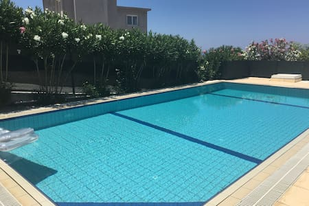 LUXURY VILLA, LARGE POOL AND WIFI WITH VIEWS - Yeşiltepe - Villa