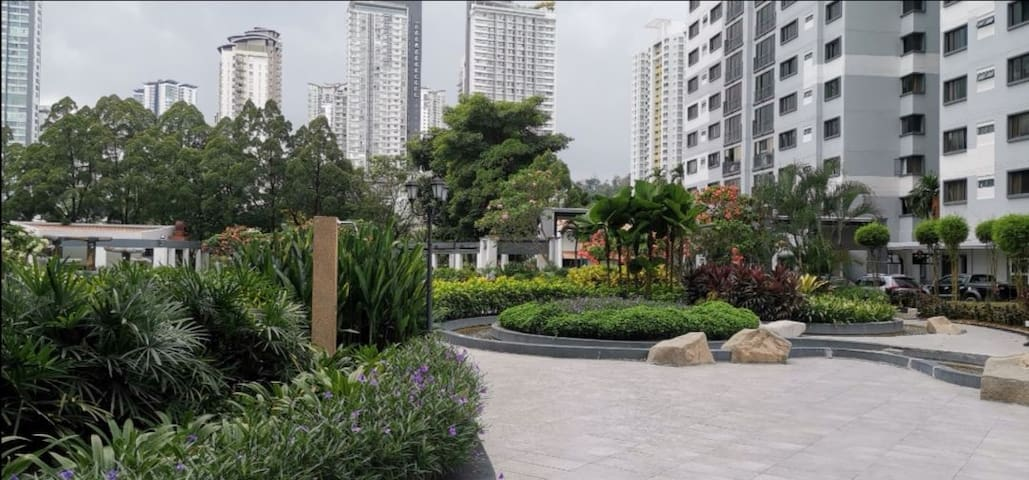 1-4pax Master bedroom in the heart of Mont Kiara!