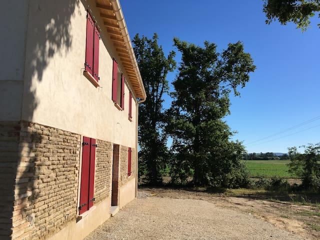 Gîte jusqu'a 8 personnes avec vue sur les vignes - Albias - Casa