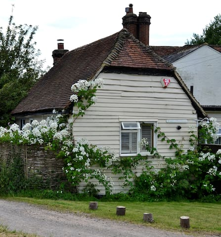 Dagley Cottage and Stable - Shalford