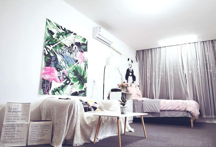 茶山大学城5号超大投影仪/自助入住,温馨舒适的家,赠送增值服务拍写真打折哦