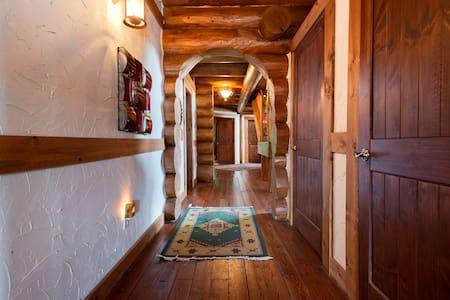 Rocky Mountain Lodge - Horseshoe Bend