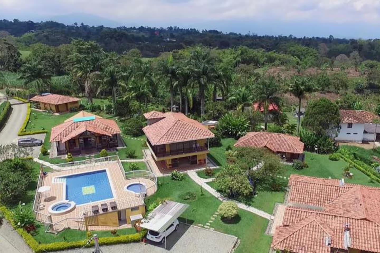 EL Despertar se proyecta como el mejor hotel a nivel Campestre, reconocido por nuestra calidad en la prestación del servicio y calidez humana; Contribuyendo al desarrollo competitivo y sostenible del sector turístico del Departamento del Quindío.