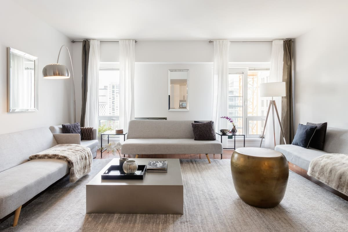 Indulge in Sleek Luxurious Downtown Apartment