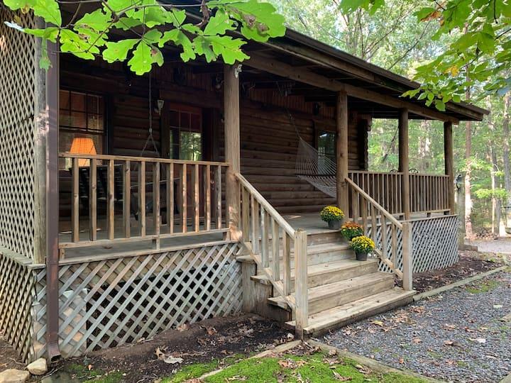 The Cabin at Pine Ridge - Cozy Log Cabin Getaway
