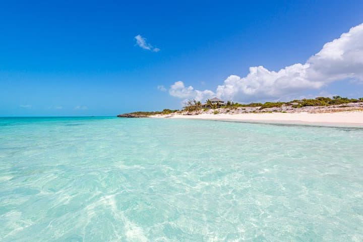 2 Bedroom Cottage on Beach - Providenciales - House