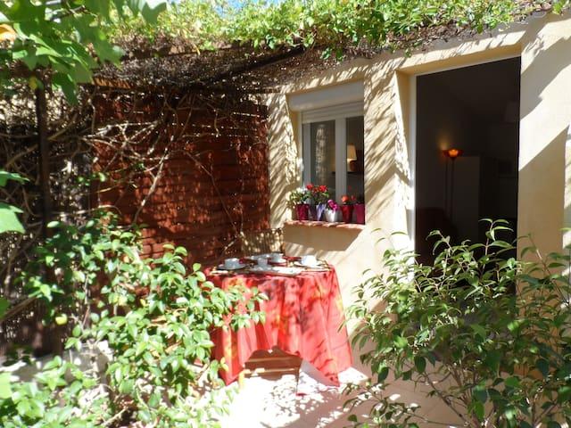 STUDIO  TOUT CONFORT- CONVIVIALITÉ ASSURE - Marseille - Leilighet