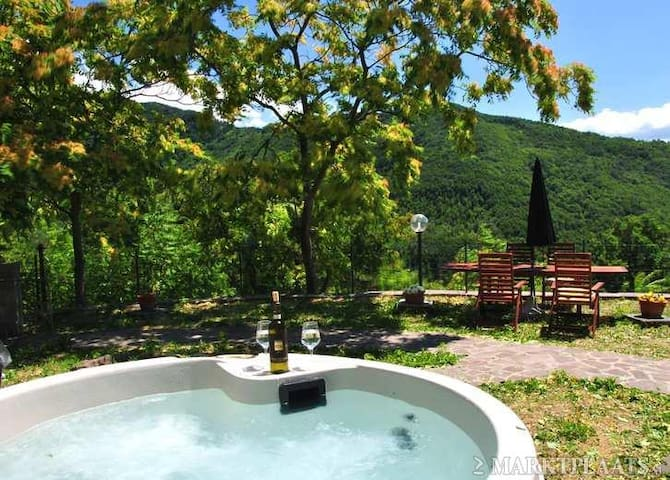 Luxury private villa in Tuscany - Fivizzano - Cabaña