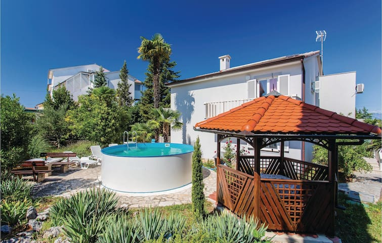 Holiday cottage with 6 bedrooms on 238 m²