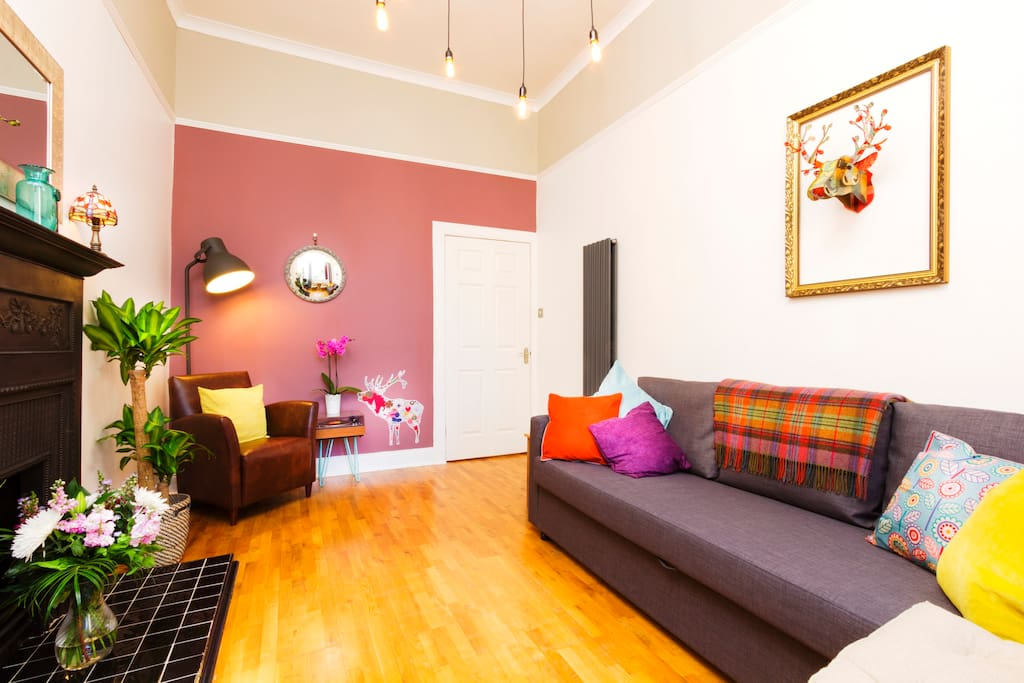 A bright, modern (ground floor) Scottish tenement, with FREE WiFi / FREE parking