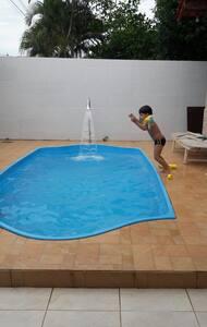 Casa em Praia Grande com piscina - Fundão