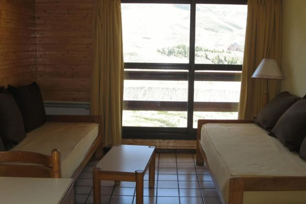 Vista a las pistas y balcon desde estar y dormitorio en suite